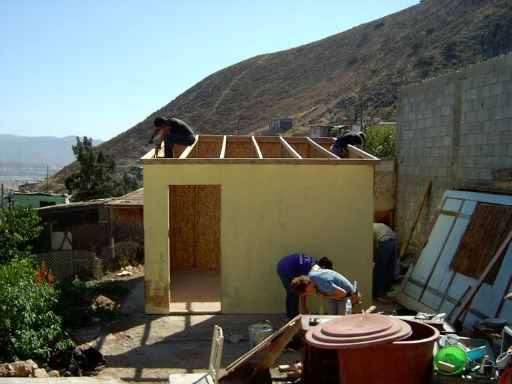 Tijuana House Building Volunteers